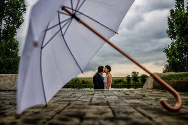 Irina & Alexandru – civil wedding day in the rain!