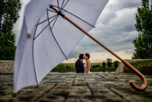 Irina & Alexandru – civil wedding day in the rain!